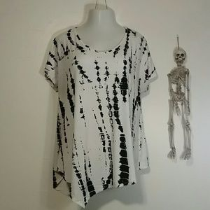 Woman's White and black blouse size 1x